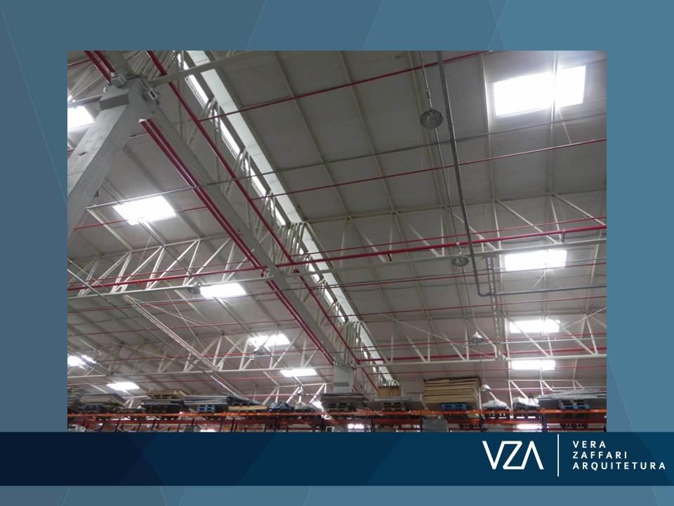 Cobertura com telha zipada, isolamento térmico e acústico e iluminação natural